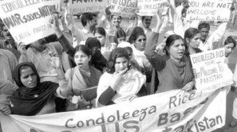 Pakistanis protest Rice visit