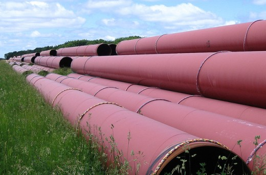 U.S. unions, Canadian energy sign pact on transnational pipeline