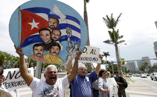Court orders gov't to show info on secret funding of anti-Cuban 5 press