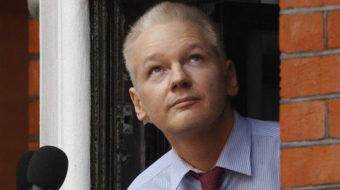 Secret-spiller Assange appears in public