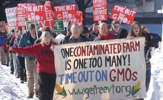 """Five million farmers sue Monsanto for """"taxing production"""""""