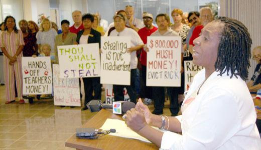 Texas teachers protest misuse of pension fund