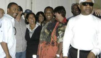 Kool & the Gang sing in Havana