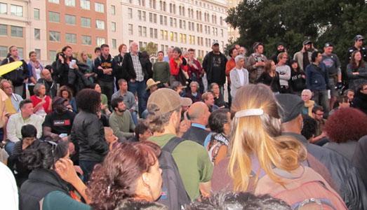 Occupy Oaklanders vigil for injured vet