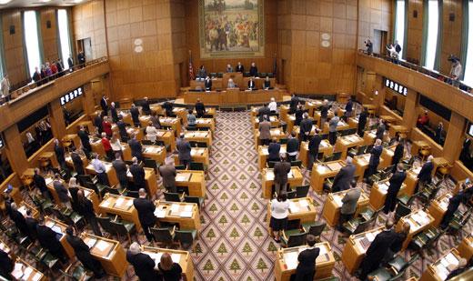 Over 1,000 at Oregon Capitol protest cuts, school privatization