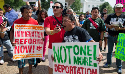 Obama renews immigration call, but ignores deportation crisis