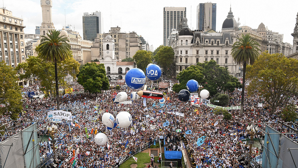 Teachers pour into streets to protest rising inequality in Argentina