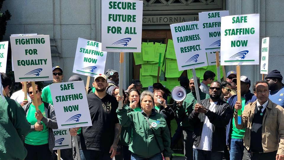 Trabajadores de la Universidad de California aprueban huelga
