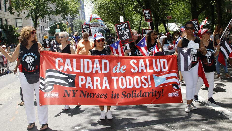 NY desfile de Puerto Rico rinde homenaje a héroes del huracán