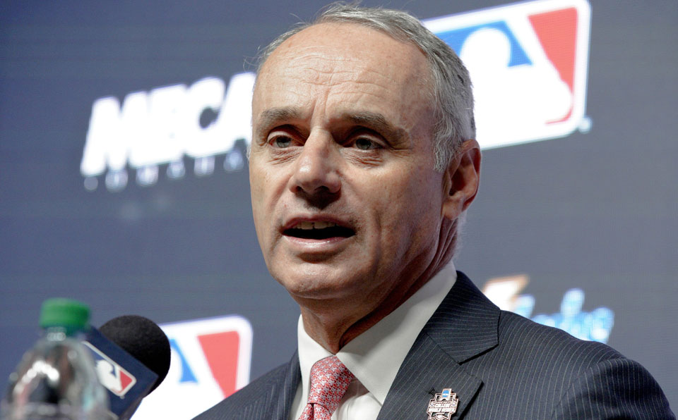 Manfred: White House visit should not be issue for champs
