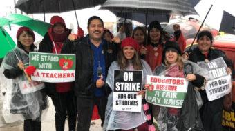 En Los Ángeles, los trabajadores se unen a los maestros en el piquete.