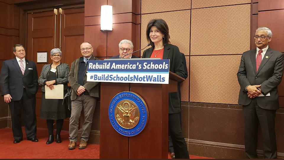 Sindicatos apoyan la legislación para reconstruir nuestras escuelas