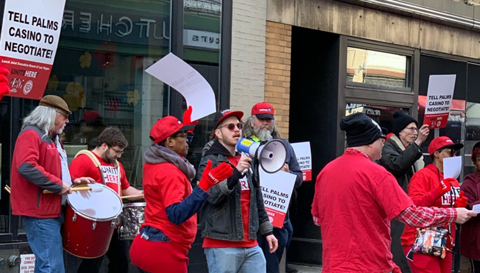 Clevelanders back workers at rally for Vegas casino contract