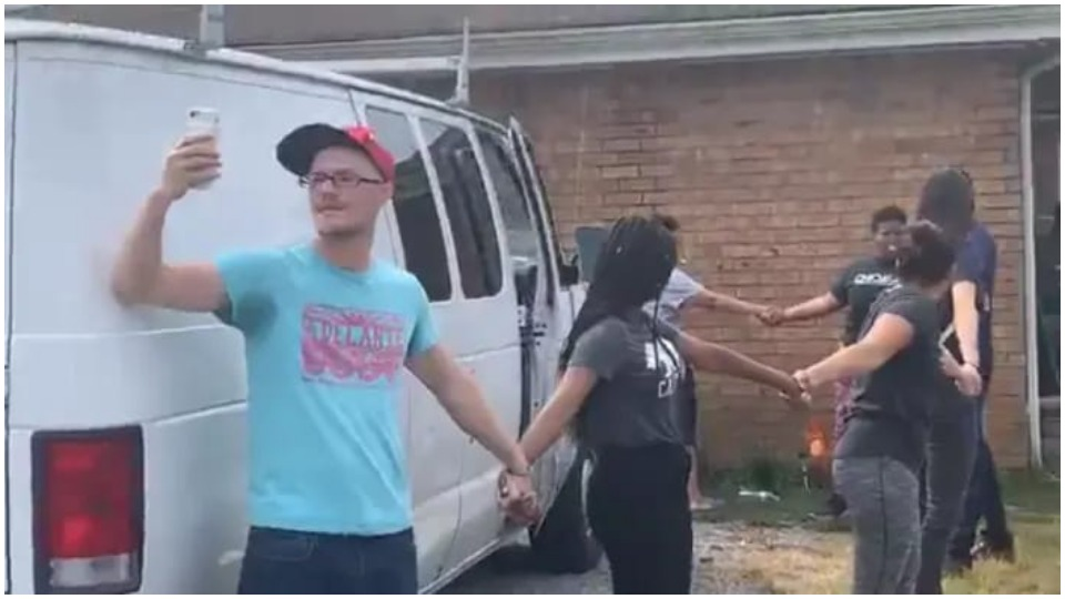 Nashville neighbors form human chain to rescue father and son from ICE