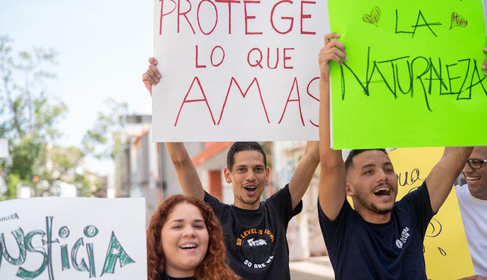 Estudiantes presionan a las escuelas para tener energía limpia