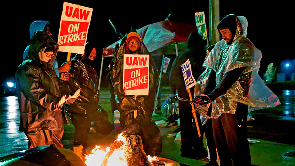 United Auto Workers and GM reach tentative contract deal