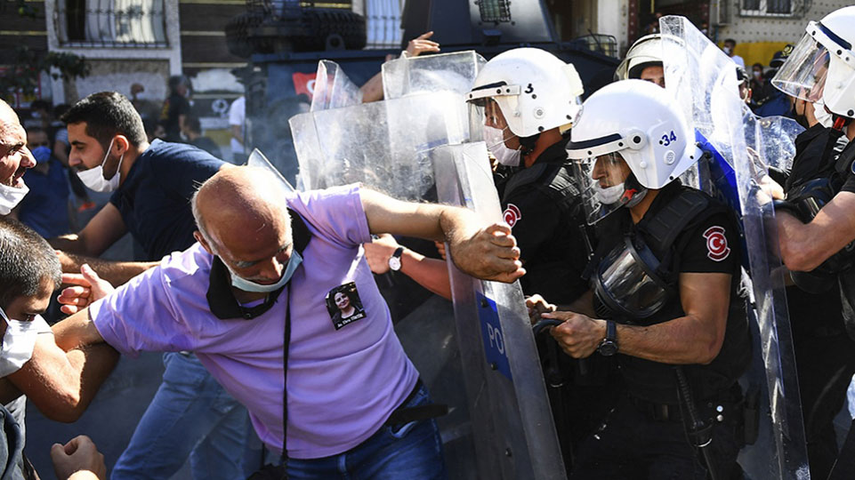 In Turkey, unions and women's organizations call for defense of women's rights