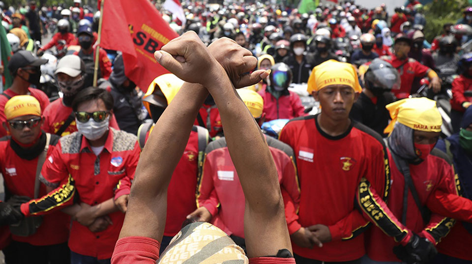 Indonesia: Mass strikes against 'catastrophic' assault on workers' rights and environment