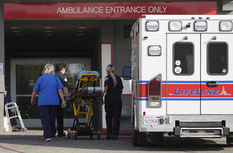 California virus deaths surpass 30,000 after deadliest weekend
