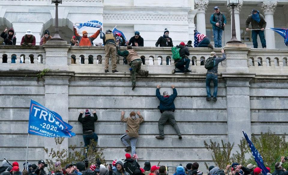 AFL-CIO leaders back immediate ouster of Trump