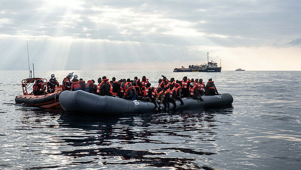 At least 15 refugees dead in Mediterranean shipwreck