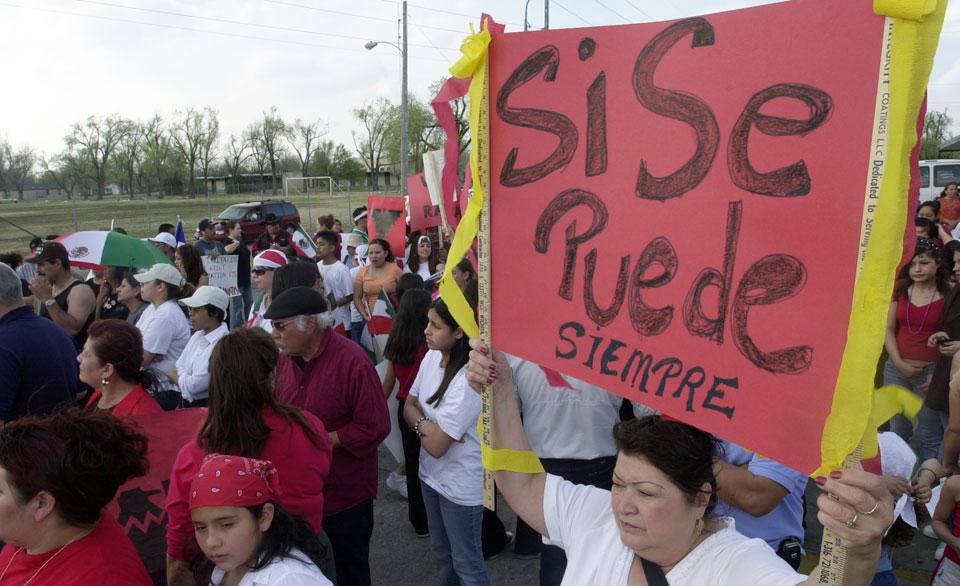 Sí, se puede: People's World / Mundo Popular Ayuntamiento de derechos de los inmigrantes