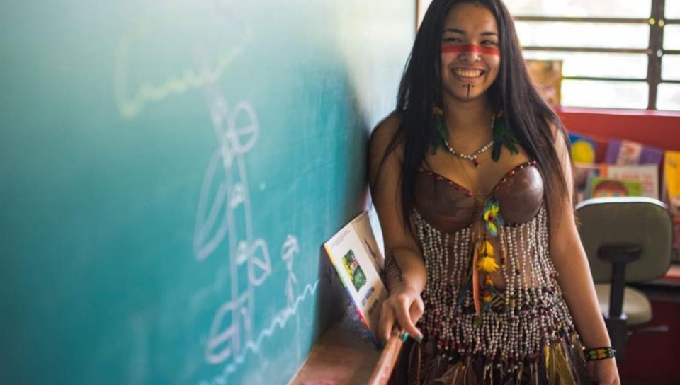 A young pre-med student leaves her São Paulo State Indigenous village